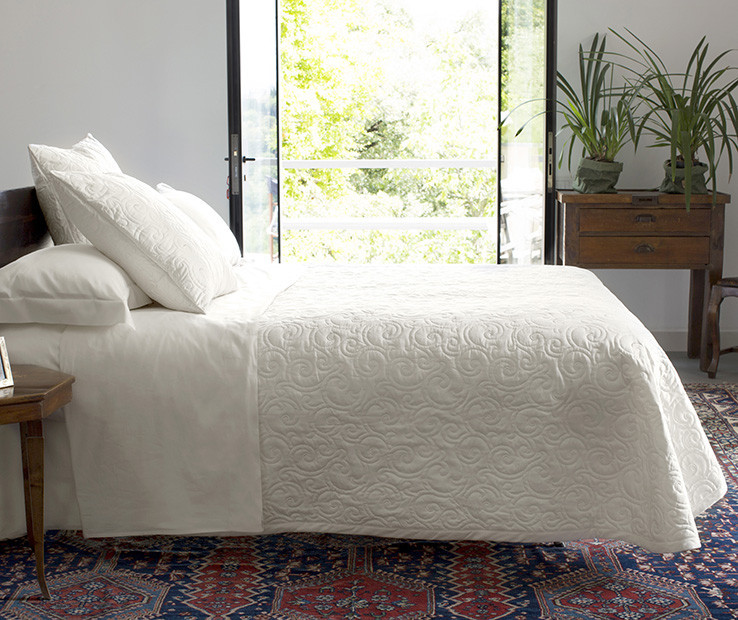 Valzer quilted coverlet